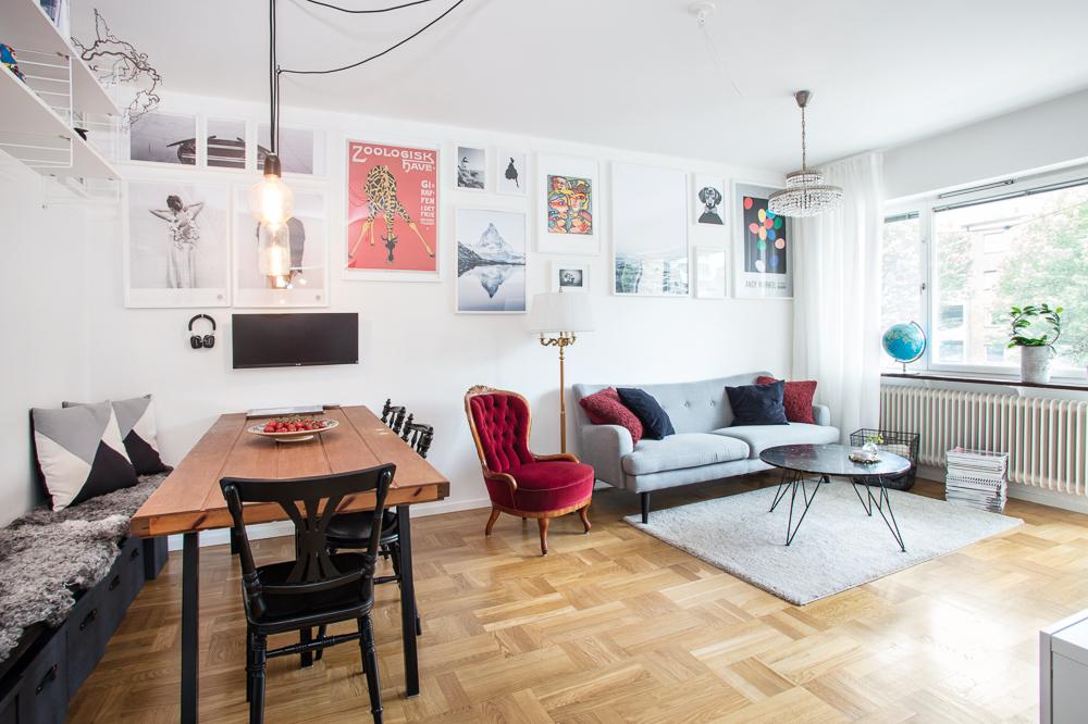 Vardagsrum med plats för två möblemang