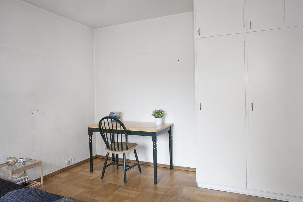 Rummet har även plats för t.ex. ett skrivbord