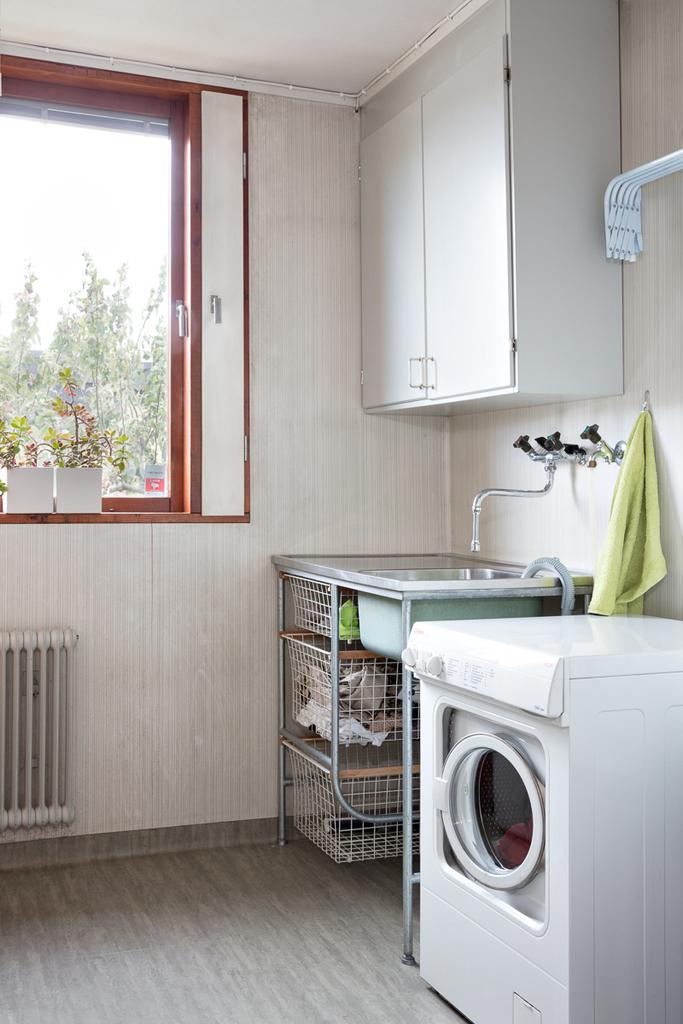 Tvättstugan med fönster mot gatan