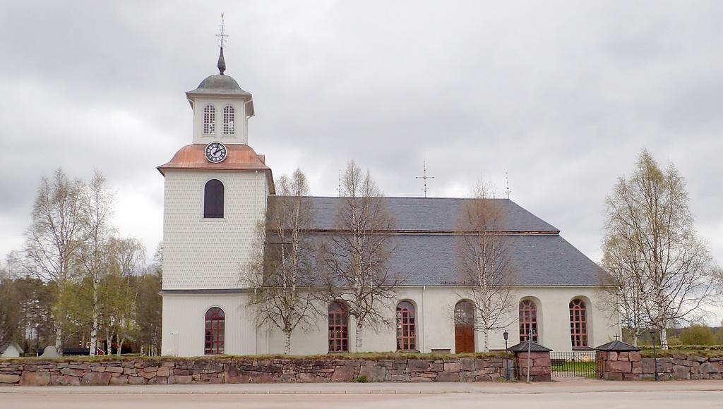 Lillhärdals Kyrka, 250 meter från gården