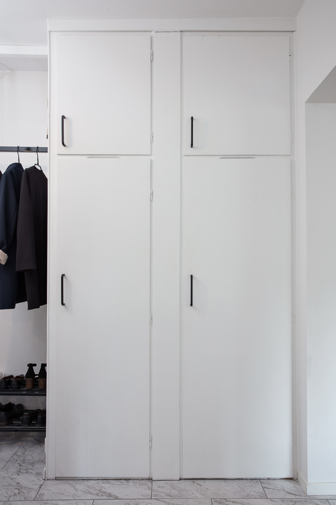 Hall med inbyggnads garderober