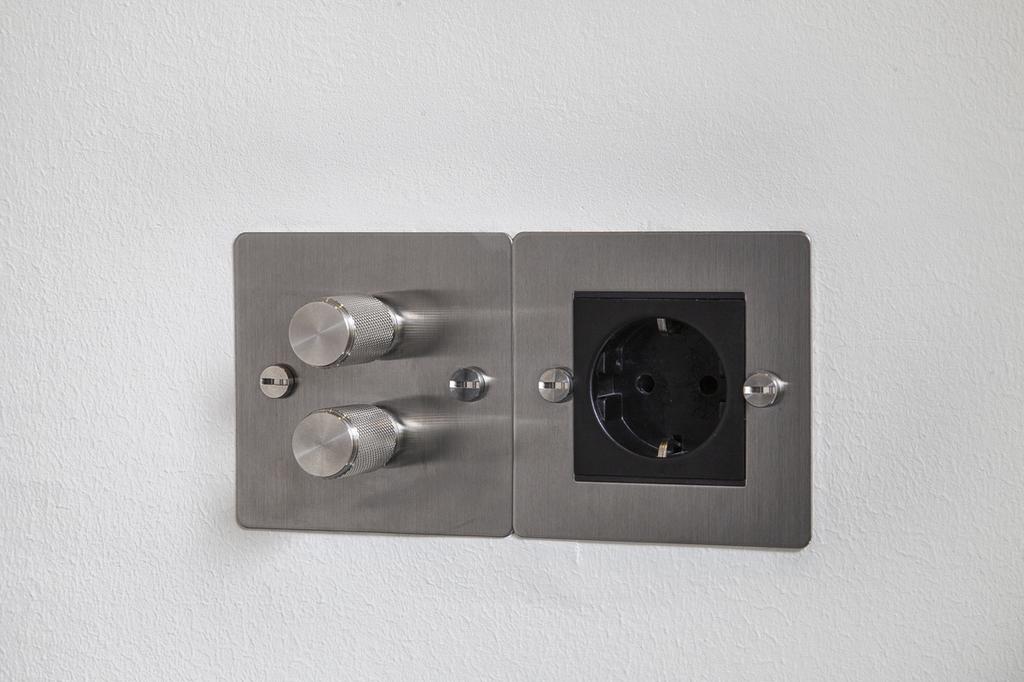 Detaljbild - importerad strömbrytare och kontakt