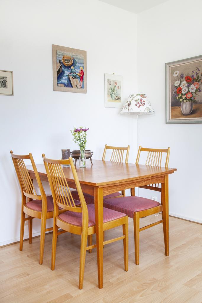 I rummet finns det plats för en matplats till fyra personer