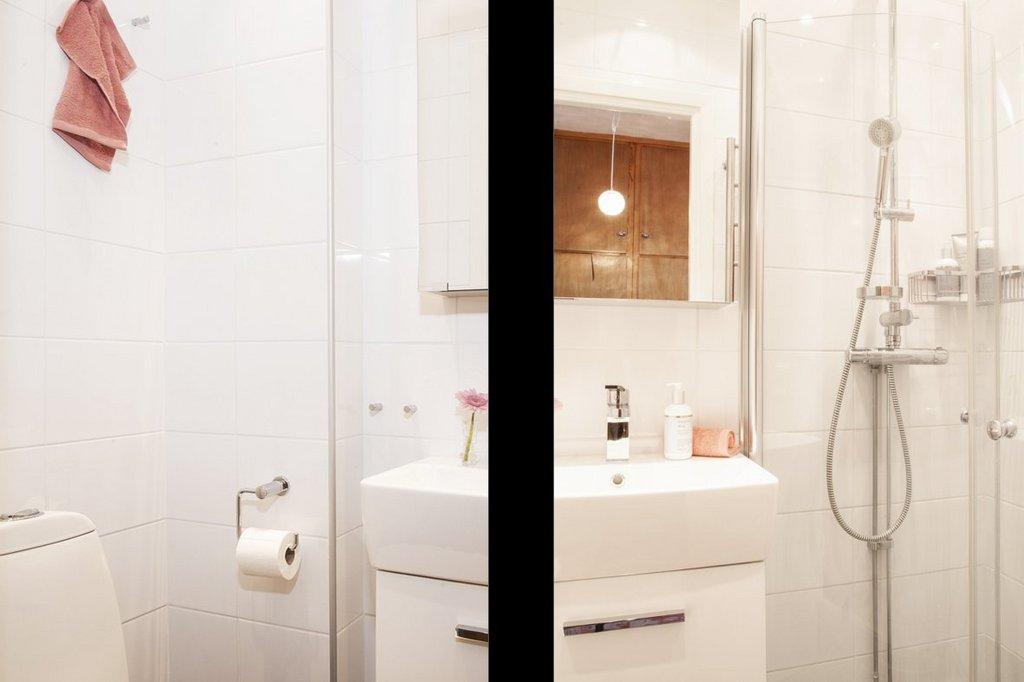 Helkaklat badrum med vikbara duschväggar