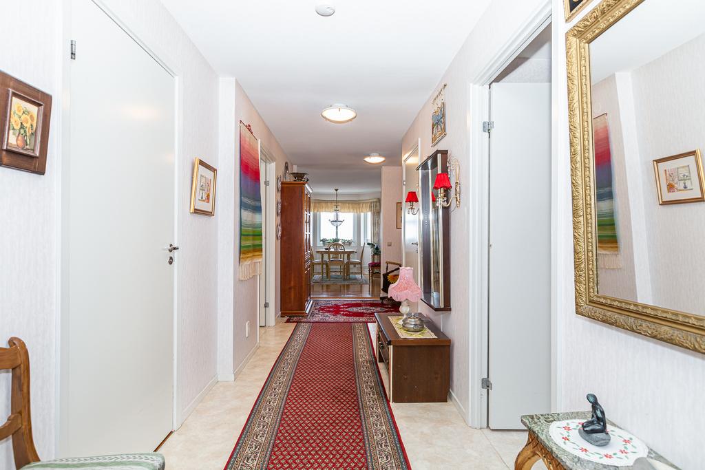Väldisponerad våning med praktisk planlösning.