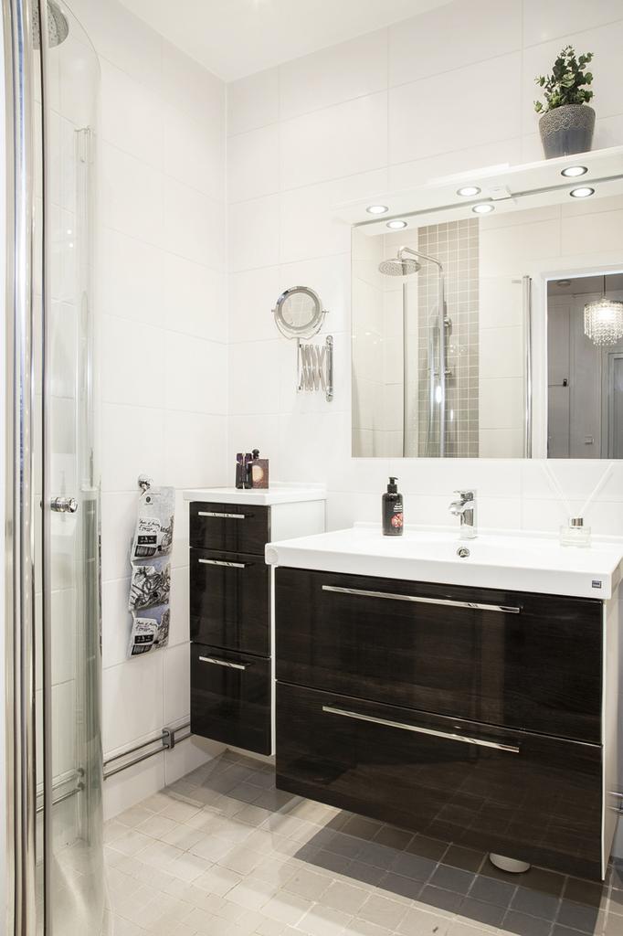 Helkaklat badrum som blev totalrenoverat 2013