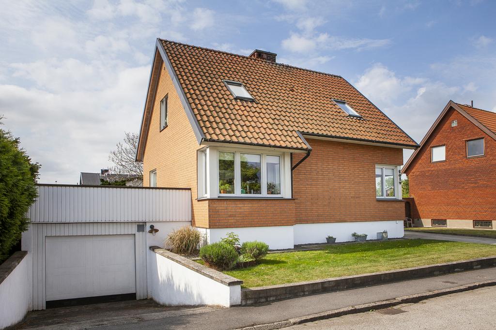 Välskött 30-talshus med stor trädgård och garage!