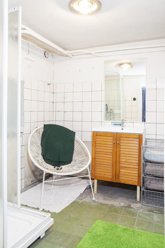 ..Samt badrum 2 med duschkabin och möjlighet att skapa Spa/relaxavdelning