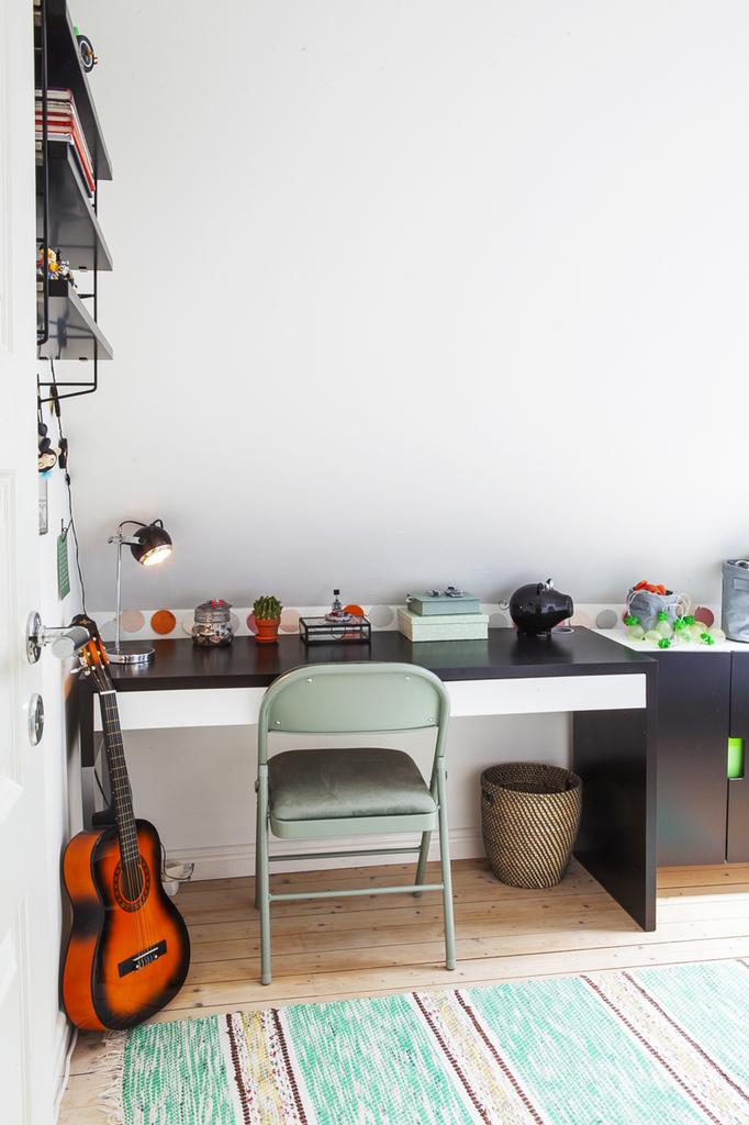 Sovrum 3, med plats för både skrivbord..