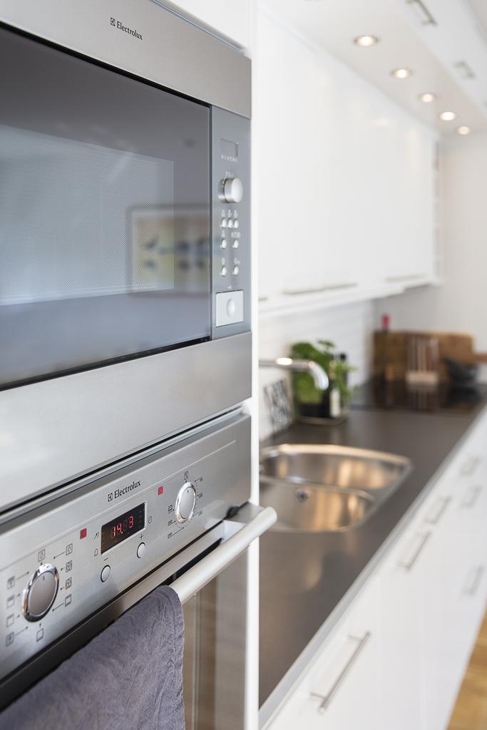 Detaljbild – köksinredning med integrerad belysning