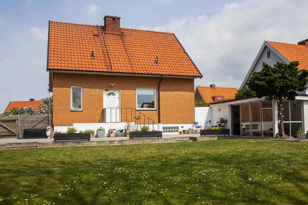 Huset sett från trädgårdssidan