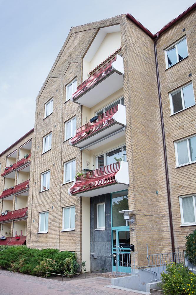 Fastighet med tidstypiska balkonger